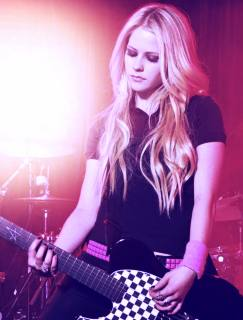 Avril kicks out Canadian World Tour in Victoria