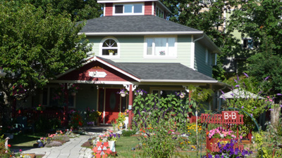Scented Garden B&B in Chemainus - While at the theater