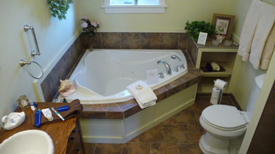 Scented Garden B&B in Chemainus - Look at the size of the soaker tub!